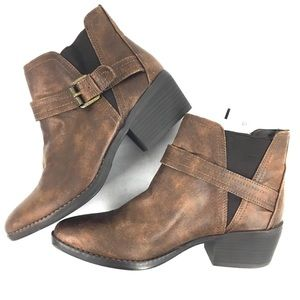 NWT-White Mountain Brown Ankle Boots  w Buckle